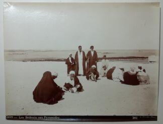 Fiorillo, Luigi: Caire – Les Bédouin aux Pyramides – Kairo – Die Beduinen an den Pyramiden 1890